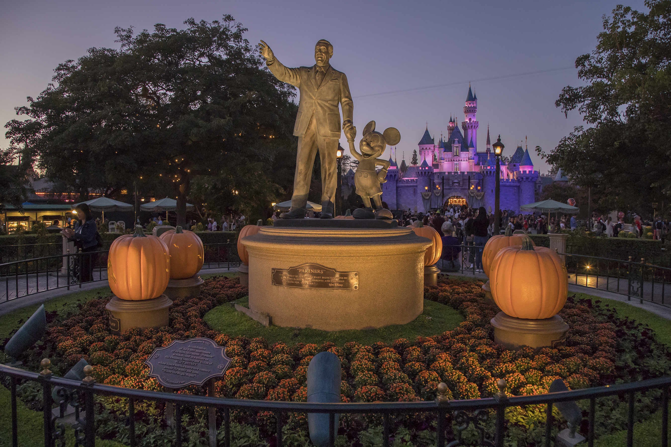 Halloween At Disneyland 2018 Via